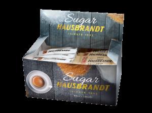 Hausbrandt šećer 4g u kesicama uz espresso kafu ili cappuccino. Usklađuje i balansira note espresso kafe. Mix kutija sa belim i smeđim šećerom.