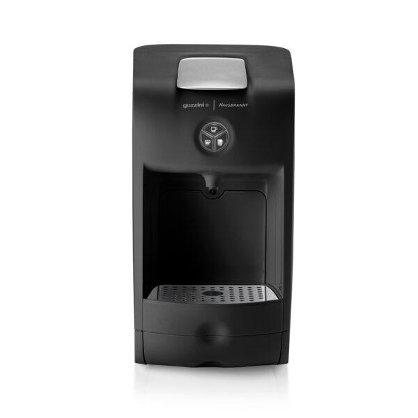 Guzzini aparat za espresso kafu za ristretto, standardni espresso, produženi doppio ili lungo espresso. Aparat koristi isključivo Hausbrand kapsule za espreso kafu. Kafe aparat za kućnu upotrebu ili kancelarije u crnoj boji