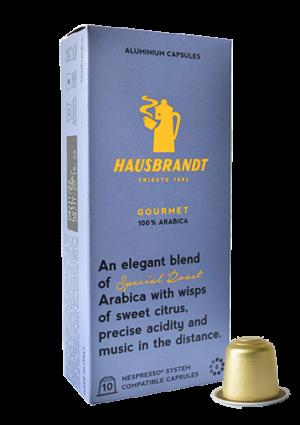 Hausbrandt Gourmet kafa u kapsuli kompatibilna sa Nespresso sistemom. 100% Arabika kafa u kapsuli koja odgovara za Nespresso aparate za kućnu upotrebu. Odabir najkvalitetniji zrna kafe, aroma i intezitet 6. Aluminijumska kapsua za epsreso aparat.